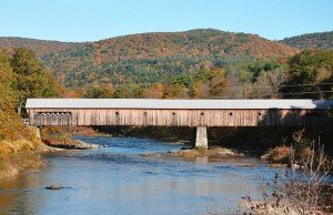 2013-10-20 800px-Vermont_fall_covered_bridge_2009 - Wikimedia Commons (640x414)