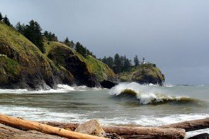 2013-10-20 Cape_Disappointment_and_Cape_Disappointment_Light - Wikimedia Commons (640x428)