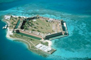 2013-10-20 Fort-Jefferson_Dry-Tortugas - Wikimedia Commons (640x425)